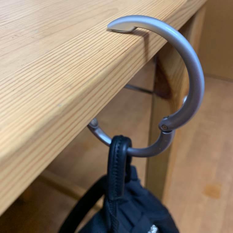 クリッパ Clipaを机で使用している